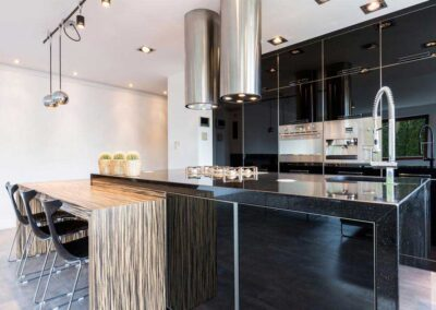 glossy-black-cupboards