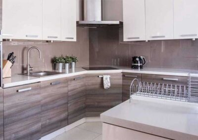 two-colours-kitchen-cabinets